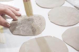 Proceso de creación de mural de Bathco Atelier